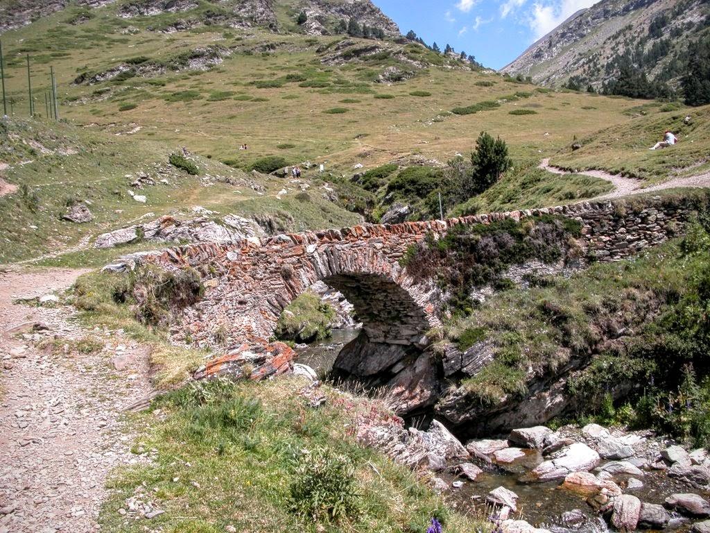 Pont a l'inici de la pujada al Pic de Noucreus